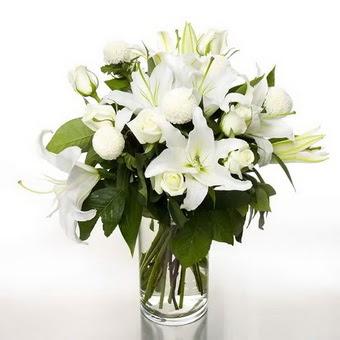 Kastamonu çiçek gönderme sitemiz güvenlidir  1 dal cazablanca 7 adet beyaz gül vazosu