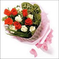 5 kirmizi 5 beyaz güllerden   Kastamonu online çiçek gönderme sipariş
