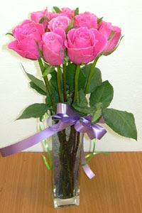 cam vazo içerisinde 11 adet gül  Kastamonu internetten çiçek satışı