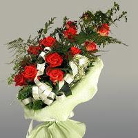 Kastamonu ucuz çiçek gönder  11 adet kirmizi gül buketi sade haldedir