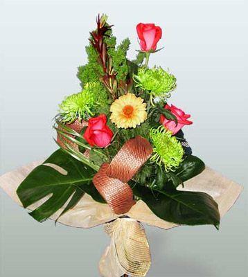 Kastamonu ucuz çiçek gönder  3 adet gül 4 adet gerbera çiçegi sade buket