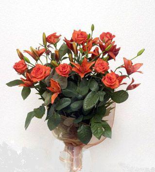 9 adet gül ve 3 adet lilyum çiçegi buketi   Kastamonu cicek , cicekci