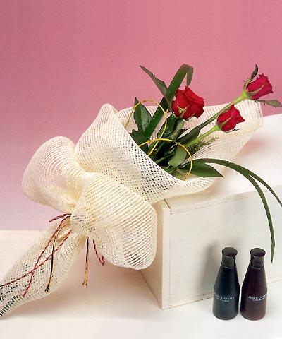 3 adet kalite gül sade ve sik halde bir tanzim  Kastamonu internetten çiçek siparişi
