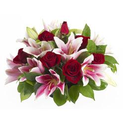 güller ve kazablnaklardan aranjman  Kastamonu anneler günü çiçek yolla
