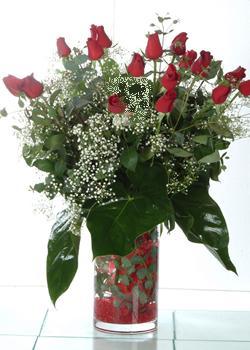 Kastamonu güvenli kaliteli hızlı çiçek  11 adet kirmizi gül ve cam yada mika vazo tanzim