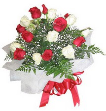 Kastamonu çiçek , çiçekçi , çiçekçilik  12 adet kirmizi ve beyaz güller buket