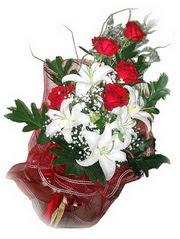 Kastamonu kaliteli taze ve ucuz çiçekler  5 adet kirmizi gül 1 adet kazablanka çiçegi buketi