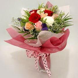 Karisik renklerde 11 adet gül buketi  Kastamonu çiçek gönderme
