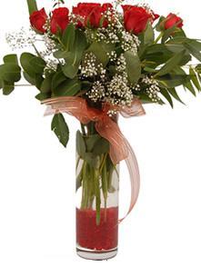Kastamonu uluslararası çiçek gönderme  11 adet kirmizi gül vazo çiçegi
