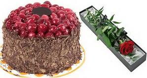 1 adet yas pasta ve 1 adet kutu gül  Kastamonu uluslararası çiçek gönderme