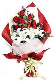 Kastamonu hediye çiçek yolla  9 adet gül 2 adet kazablanka buketi