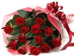 Kastamonu anneler günü çiçek yolla  10 adet kipkirmizi güllerden buket tanzimi