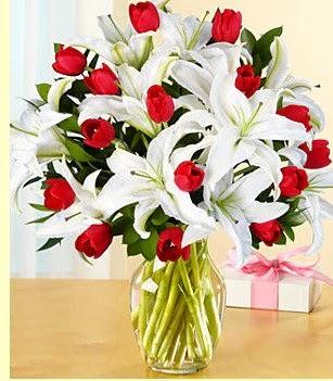 Kastamonu çiçek siparişi sitesi  3 kazablanka 10 kırmızı gül vazosu