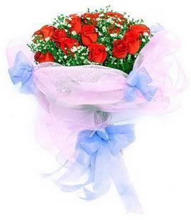 Kastamonu çiçek siparişi sitesi  11 adet kırmızı güllerden buket modeli