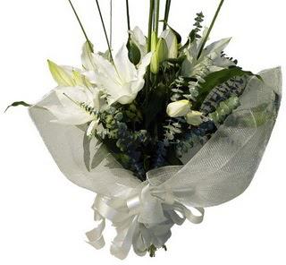 Kastamonu çiçekçi mağazası  2 dal kazablanka çiçek buketi