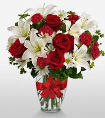 Eşsiz vazo tanzimi güller kazablankalar  Kastamonu online çiçek gönderme sipariş