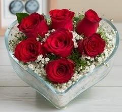 Kalp içerisinde 7 adet kırmızı gül  Kastamonu çiçek gönderme sitemiz güvenlidir